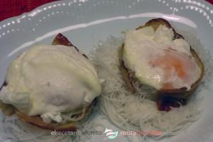 huevo en nido de bacon y fideos de arroz