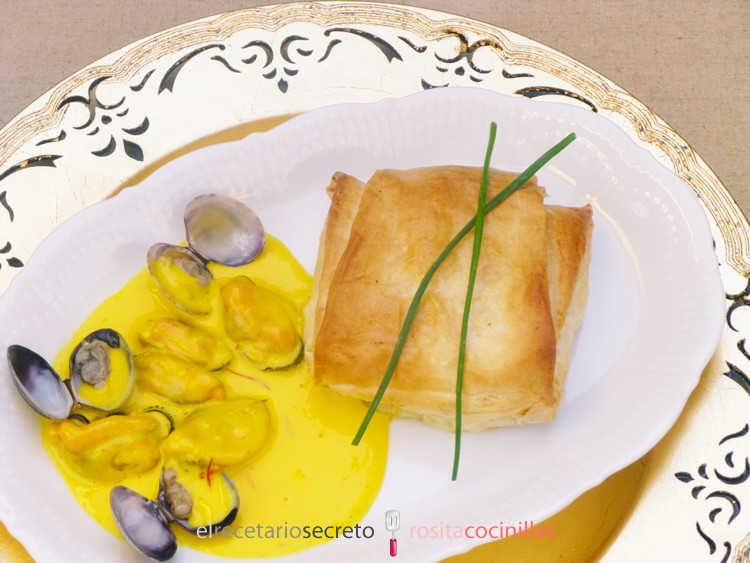 Paquetitos de salmón y merluza con salsa de azafrán