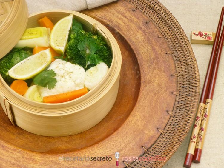 Verduras al vapor con lima y cilantro